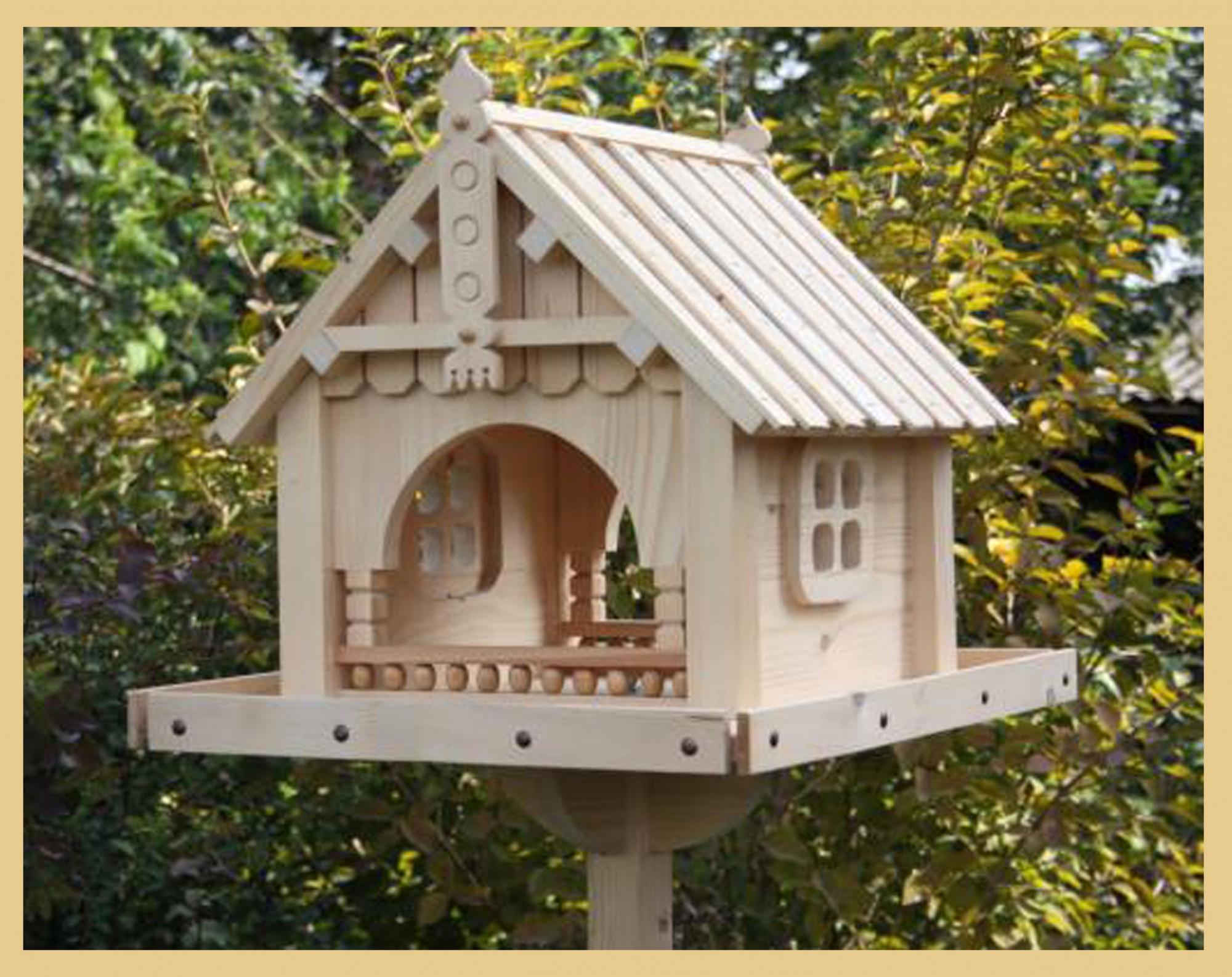 Сделать кормушку для птиц из дерева своими
